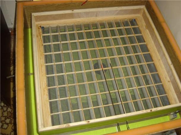 Механихм поворота яиц в самодельном инкубаторе фото